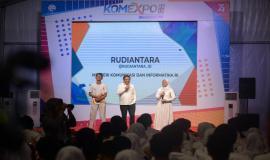 Menkominfo Rudiantara memberikan arahan dan sambutan didampingi oleh peserta kegiatan KOMEXPO 2019 di Jakarta (26/8).