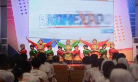 Penampilan hiburan tari saman oleh salah satu sekolah peserta kegiatan KOMEXPO 2019 di Jakarta (26/8).