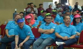 Sesditjen SDPPI R Susanto berama dengan Direktur Penataan Sumber Daya Denny Setiawan, Direktur Operasi Sumber Daya Dwi Handoko, dan Direktur Standardisasi Mochamad Hadiyana pada acara Kominfo Connect 2020 (30/01).