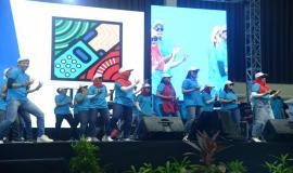 Penampilan yel-yel oleh Ditjen SDPPI pada acara Kominfo Connect 2020, di Ecovention Hall Ecopark, Ancol, Jakarta, Kamis (30/01).