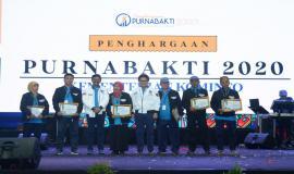 Kepala BBPPT Moch Rus'an, Kepala Balai Monitor Kelas II Pontianak Siti Hapsah Roy, dan Kepala Balai Monitor Kelas II Banda Aceh Musriadi menjadi salah satu dari delapan ASN yang di purnabakti pada acara Kominfo Connect 2020 (30/01).