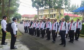 Seluruh peserta pelatihan mengikuti jalan santai sebelum memasuki kelas pada kegiatan pembukaan Pendidikan dan Pelatihan Penyidik Pegawai Negeri Sipil (PPNS) Ditjen SDPPI di Bogor (3/2).
