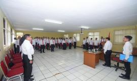 Seluruh peserta dan undangan menyanyikan Lagu Kebangsaan Indonesia Raya pada kegiatan pembukaan Pendidikan dan Pelatihan Penyidik Pegawai Negeri Sipil (PPNS) Ditjen SDPPI di Bogor (3/2).