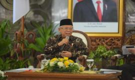 Bapak Wakil Presiden RI memberikan arahan kepada Sembilan aparatur sipil negara (ASN) berprestasi penerima TOP 3 Anugerah ASN 2019 di Istana Merdeka, Jakarta (14/01).