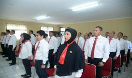 Kepala Subdirektorat Harmonisasi Spektrum Frekuensi Radio (kiri) menjadi salah satu peserta Pendidikan dan Pelatihan Penyidik Pegawai Negeri Sipil (PPNS) Ditjen SDPPI yang berhasil dilantik 3/3/2020