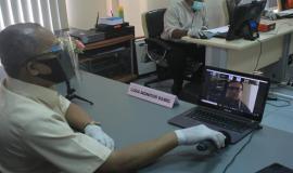 Turut hadir menggunakan aplikasi panggilan video Direktur Operasi Sumber Daya sekaligus Plt. Direktur Pengendalian SDPPI Dwi Handoko (13/6).